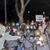 Зверство! Полицията в София масово бие демонстранти, протестът се обля в кръв