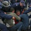 Полицай към ранена протестираща: Кучко, искаш ли втори рунд?