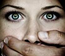 Педофил бил и изнасилвал 15-годишна три месеца, вързана за парното