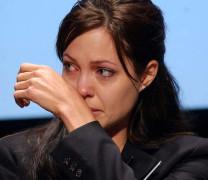 Анджелина Джоли си отряза бюста