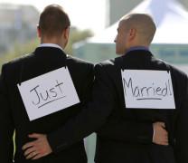 Скандал! Франция ни натиска да признаем гей сватбите!