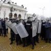 Полицай почина от преумора, друг припадна на протестите