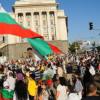 Протестиращи нападнаха микробус с депутати!