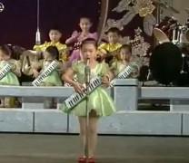 Потрес! Дечица пеят: Пукни, проклета Америка (Много сладко видео)