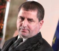 След скандала с SMS-те Кулезич пенсионира Валентин Цоновски