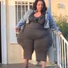 Вижте жената с най-огромните бедра в света!