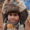 Ужасът на войната! Сирийско детенце вдигна ръце и се предаде на…фотограф