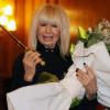 Лили Иванова работи на рождения си ден, отрупаха я с цветя