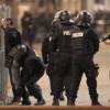 Нов кървав екшън в Париж, обградиха терористи, част от тях се самовзривиха