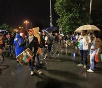 Герои! Порой 4 часа Дави Орлов мост – 500 борци стоят и пазят Свободата!