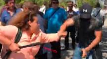Брутална Разправа на ГЕРБ-активисти с протестиращи и журналисти! Бой, удари, влачене за косата, ритници, дърпане, счупени телефони и телевизионни камери… (С ВИДЕО)