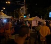 Протестиращите блокираха 4-то кръстовище в София. Палатки и барикади вече и на бул. Ситняково (Снимки и Видео)