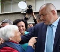 Борисов: Баби, доволни ли сте от мене? 50 лева ви дадах! (С ВИДЕО)