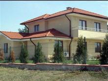 Новите сараи на Доган в родното му село Дръндар