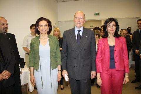 Добре че бяха гласовете на Меглена Кунева, пък и Царя помогна