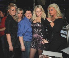 Иванина и Манол в компанията на свои приятели!