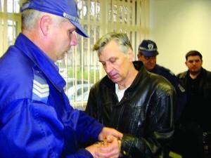 Секс-маниакът Николай Проданов обвини Жоро Главата, че го е пребил в ареста!