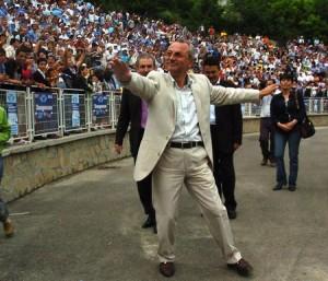 Лидерът на ДПС обичаше показността по стадионите, но после се кротна и стана дискретен!