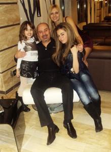 Орхан Мурад с Шени и двете си деца!