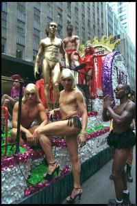 По света гейовете и лесбийките не само протестират свободно, но си устройват и пищни паради!