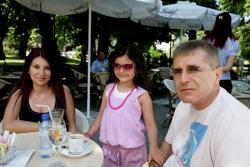 Ковачки със съпругата си, фолк певицата Десислава и общото им дете!
