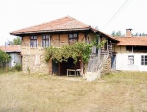 Уникална снимка: Родната къща на Маджо пустее, както и цялото обезлюдено село Ястребна!