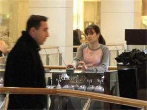 """Днес вече бившата съпруга на Доган, Ширин работи като продавачка в Мол """"София""""!"""
