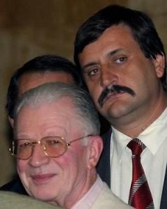 Любен Гоцев се подсмихва под мустак при новината за новата им съседка
