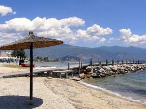 Ще дърпаме избягали от Гърция туристи