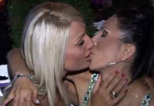 Бойка в страстна целувка със Златка Райкова