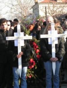 Погребението на сестрите Роси и Хриси