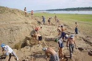 Участниците в разкопки често работят и за иманярите