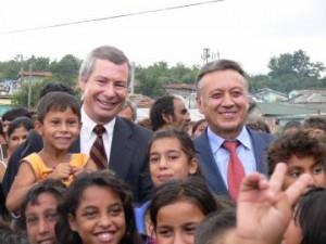 Петко Арнаудов заедно с посланика на САЩ Джеймс Уорлик