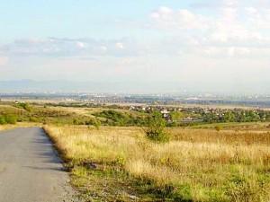 Теренът за пистата в Доброславци сега...