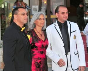 Братя Диневи с майка им