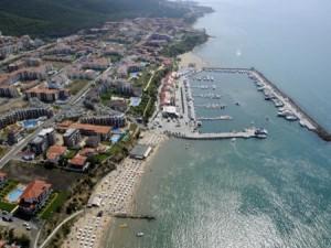 Яхтеното пристанище съсипва плажа
