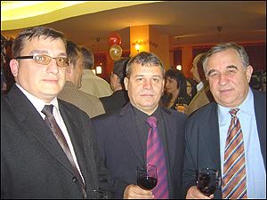 Георги Вълев - в средата- откриване на поредния му хотел
