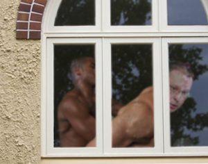"""Наскоро папарак снима Станишев с негов приятел в апартамента му в """"Магнолия"""""""