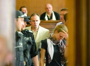 Вальо Топлото защитава жена си в съда