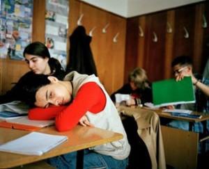 Децата подремват в клас вместо да учат