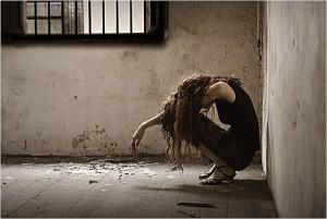 След като похитят жертвата, бандитите я отвеждат на затънтено място, докато я пречупят