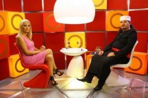 Ходжа обяснява в национален ефир как се развалят семейства