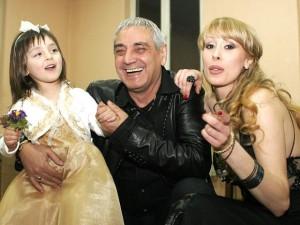 Трайчо Манекена с малката Даная