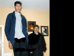 Турчинът Султан Косен е най- високия жив великан на Земята