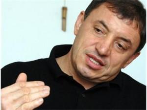 Алексей Петров застана зад Яне