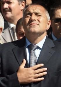 ...докато премиера се кълне, че министрите му са чисти от корупция