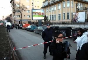 Глав. редактор на Галерия пред взривената сграда на изданието