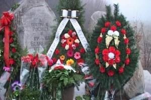 Паметникът на сестри Белнейски в местността Грамадите