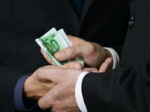 Държавата принуждава бизнеса да плаща рушвети