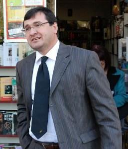 Петното на вратовръзката на Славчо - всъщност е отличителния знак на ложата